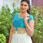 actress-anjena-kirti-latest-stills-8